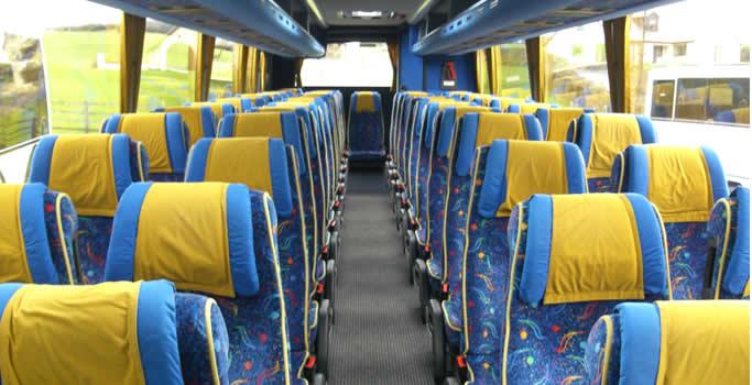 tempat duduk bus wisata