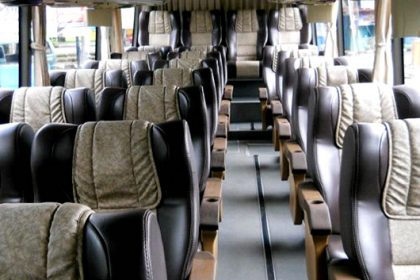 tempat duduk sewa bus super delux